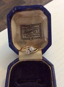 Stunning-Ladies-Antique-18-Carat-Gold-and-Platinum-Two-Stone-Twist-Diamond-Ring