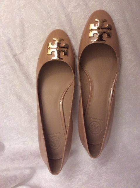 NIB Tory BURCH Tory Beige Raleigh 40mm Patent Leather Pumps Size 8   9