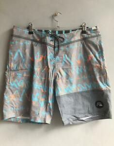 Quiksilver-Mens-DAY-RAVE-BOY-18-034-BOARDSHORT-Mens-Size-32-Boardies-Shorts-Grey