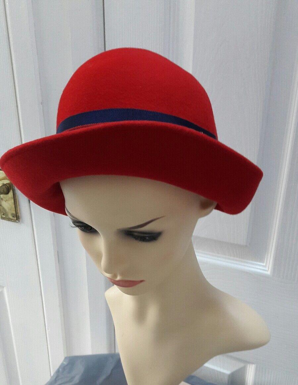 Vintage ladies red hat size S wool felt.....