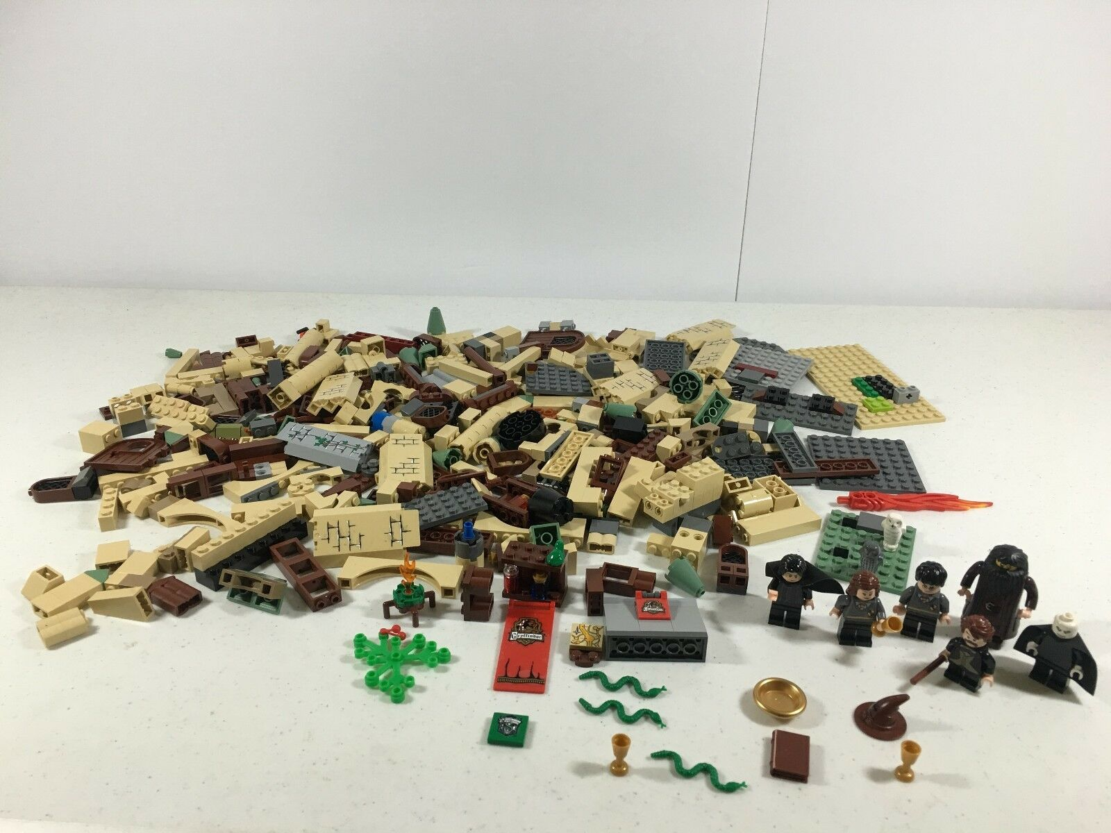 Lego Harry Potter Mixed Lot Mini Figures and Pieces from Hogwarts Castle 4842
