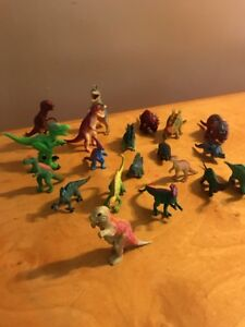 Lot Of Small Dinasaurs B22 Action Figures