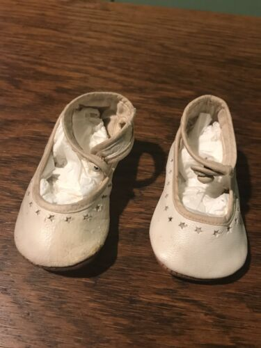Vintage 1930's Small White Leather Baby Shoes butt