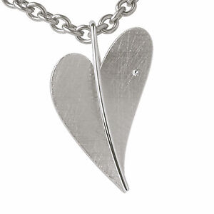 Ernstes-Design-Herz-mit-ein-Brillanten-AN226-Anhaenger-ohne-Kette-Diamant-eismatt