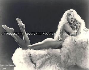 Striptease Bailarín Lilly Christine Lindas Desnuda Sobre Una Piel