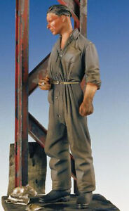 Corpus 35002 1/35 WWII German Mechanic