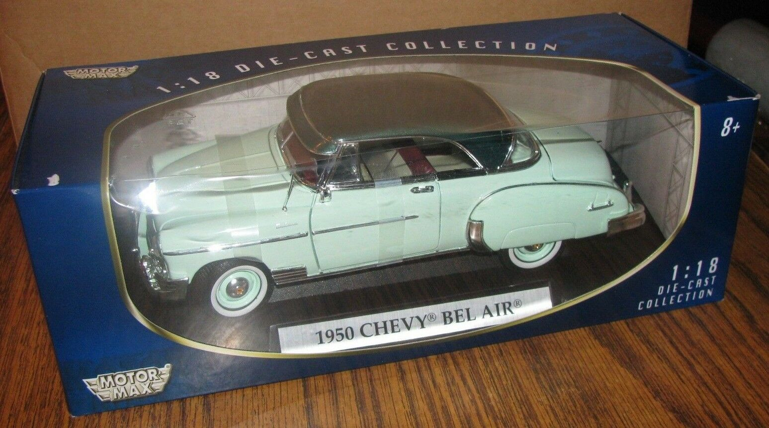 1950 Chevy Bel Air Car & Display Stand GREEN 1 18 Motor Max Die Cast Collection