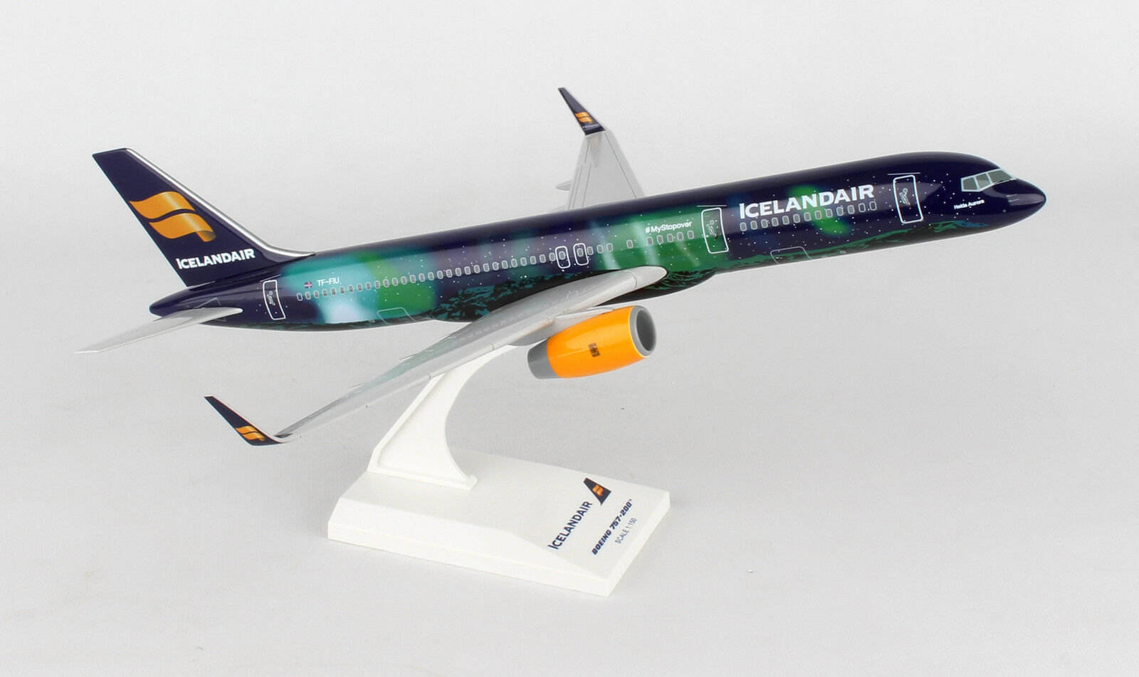 SkyMarks Icelandair  Aurora  Boeing B757-200W 1 150