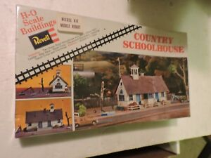 REVELL-HO-SCALE-COUNTRY-SCHOOL-HOUSE-MODEL-KIT-H986-PARTS-COMPLETE-BOX-SEALED