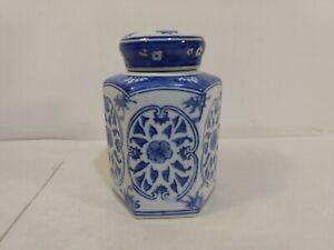 Vintage-Three-Hands-Corp-Blue-amp-White-Floral-Pattern-Ceramic-Lidded-Jar-hd2869