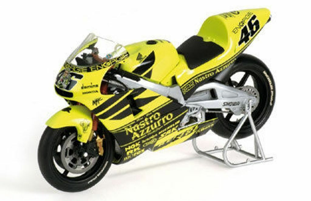 MINICHAMPS 122 016946 Honda RC211V Rossi Pre Season Test bike 2001 1 12th scale