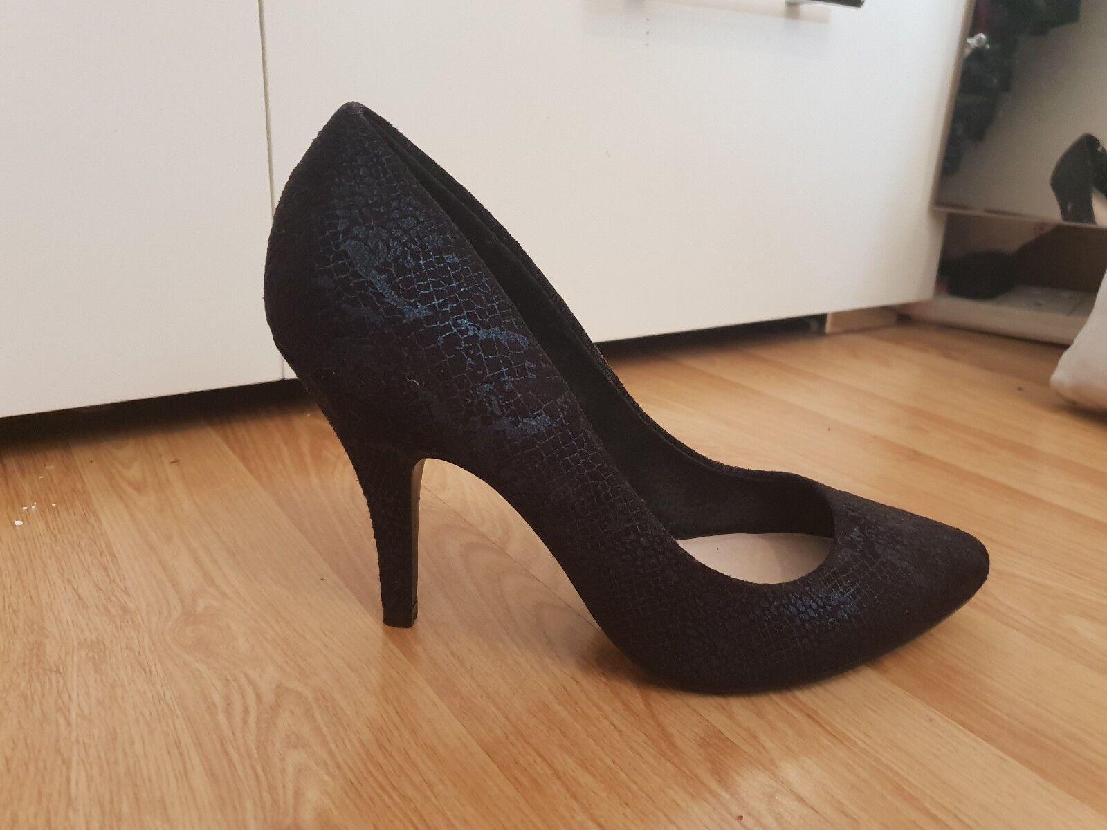 Navy bluee croc print shoes, size 7