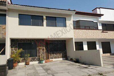Renta Casa de estilo contemporáneo, de espacios muy amplios en Camino Real a Cholula