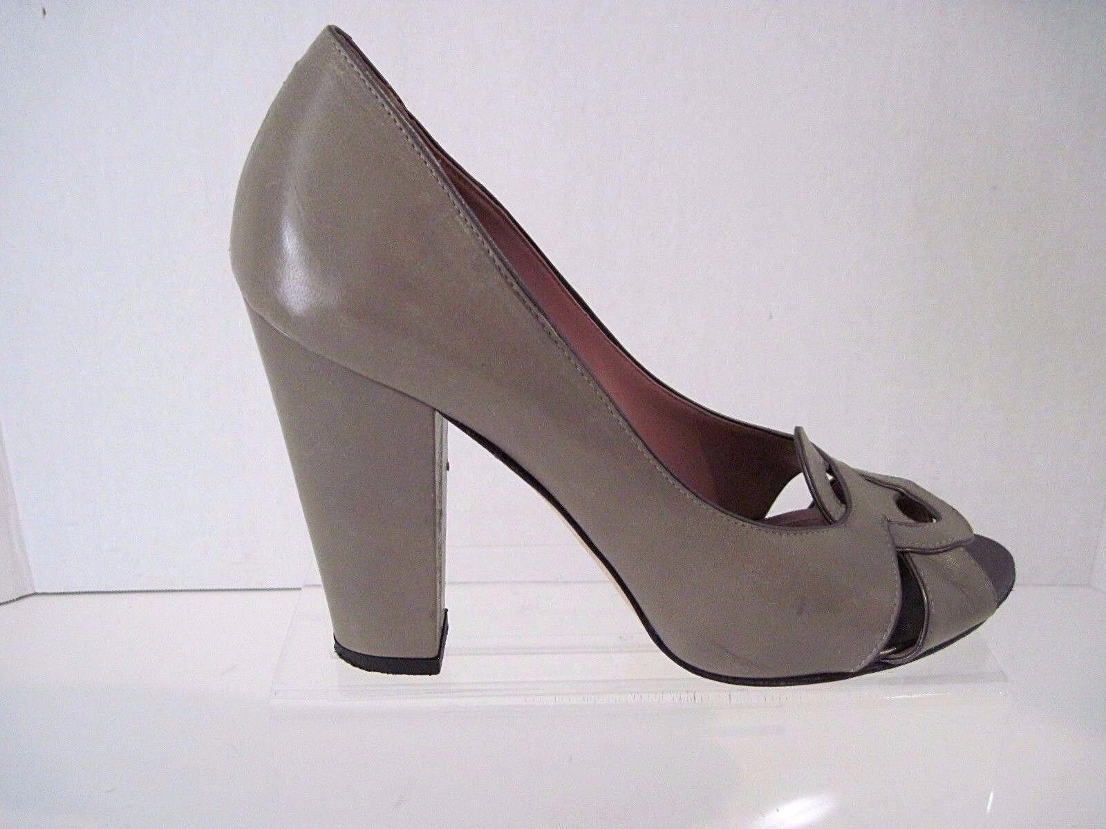 DEREK LAM Taupe Leather Open Toe Toe Toe Front Design Heels Größe 9 Made In  2360c0