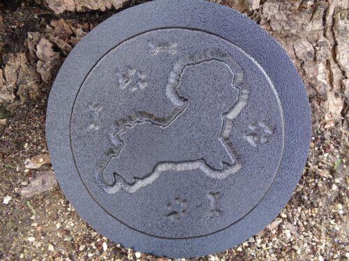 Dog mold garden plaque decorative stepping stone