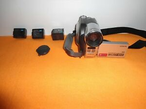 Hitachi-DZ-HS300A-DVD-HYBRID-CAMCORDER-COMES-WITH-3-BATTERIES-TESTED-FINE