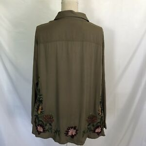 Stitch-Fix-Skies-are-Blue-Khaki-Button-Down-Top-Embroidered-Back-1X-Plus