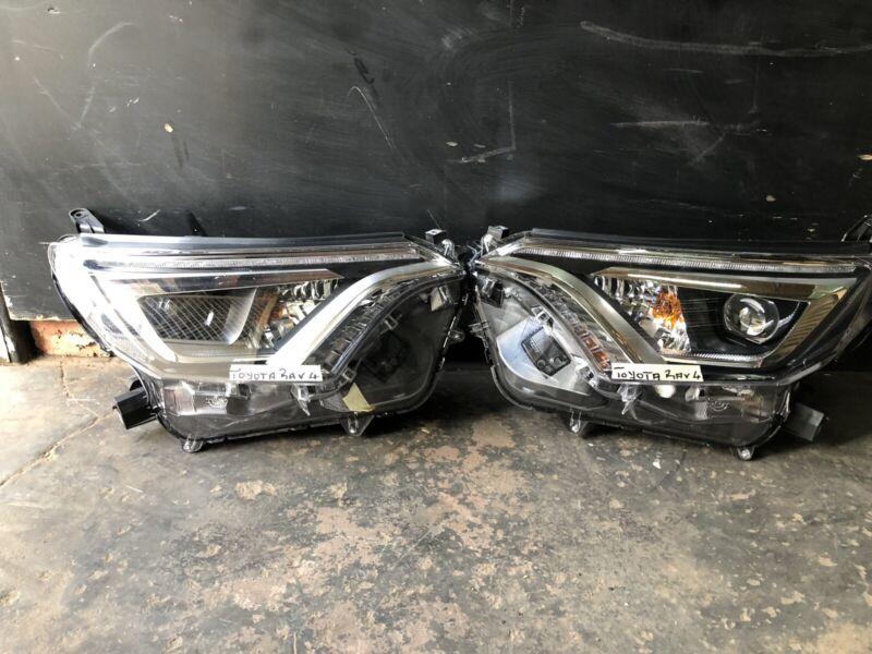 Toyota Rav 4 headlight for sale