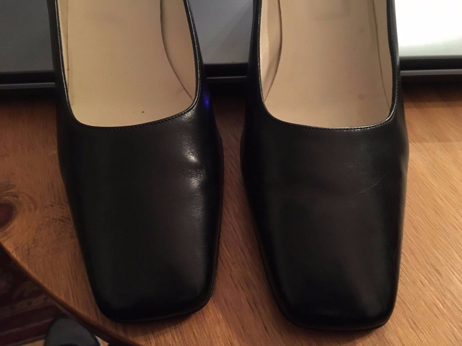 CARVELA BLACK LEATHER COURT SHOE MEDIUM HEEL FULL TOE SIZE 39.5 LEATHER SOLE