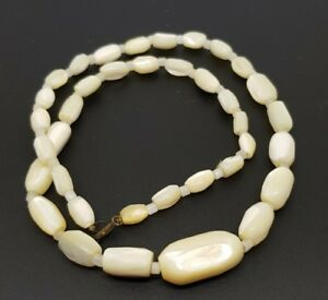 Vintage-Mother-of-Pearl-necklace-white-Oval-beads