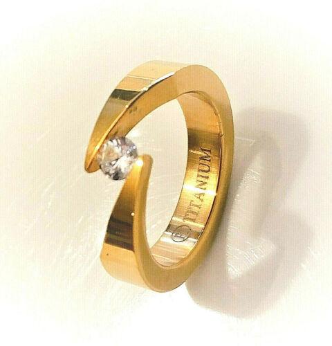 tamaño 9 Tensión de titanio de 5mm de ancho Bypass Anillo Laminado En Oro Con Circonita Redonda 4.5mm