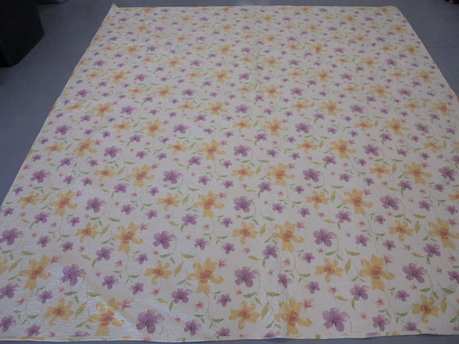 Nice Whole Cloth Printed Gelb & lila Flowers Quilt
