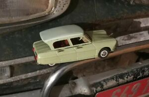 Citroen-Ami-6-a-friction-Joustra-en-tole-Jouet-Ancien-Citroen-Grand-Model