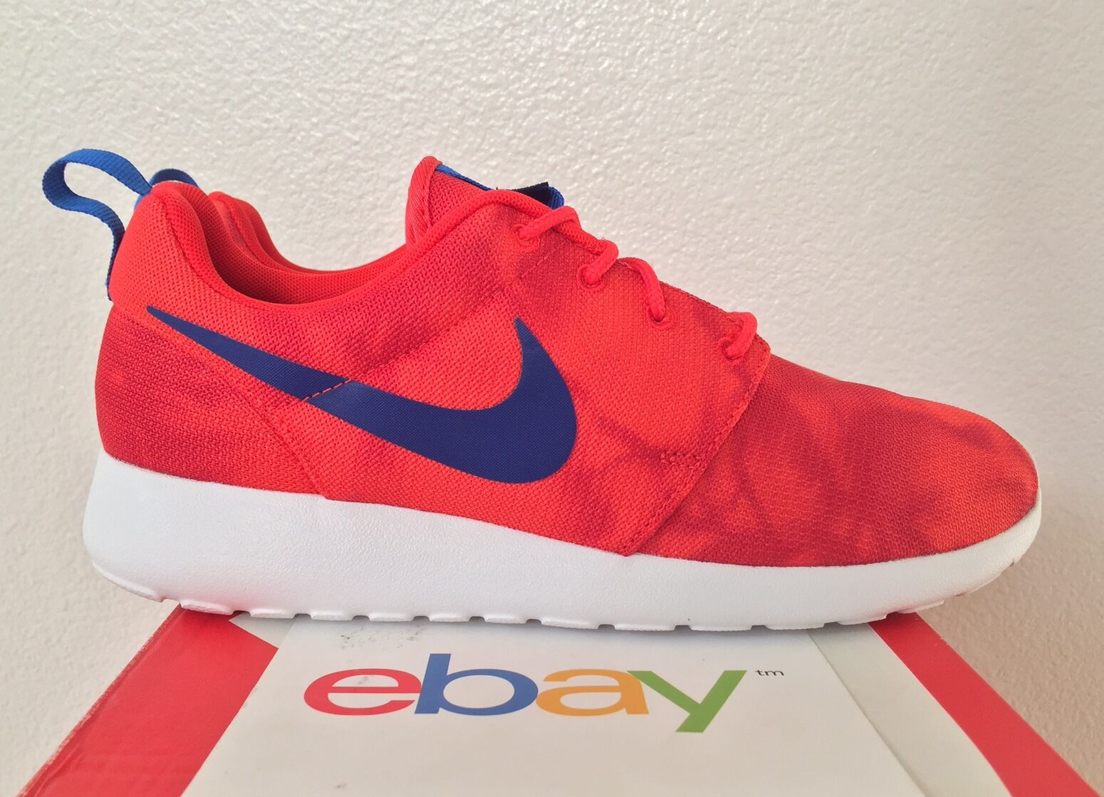 DS Nike Rosherun Print Chilling Red Size 9 royal blue one white new 655206 640