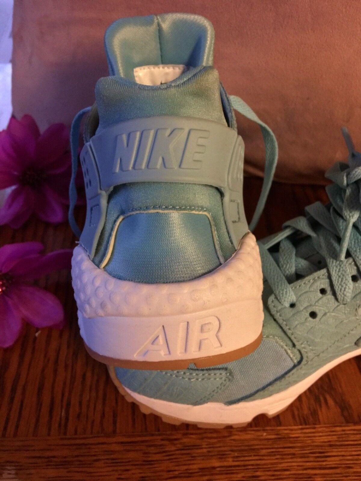 Women's nike air huarache size 7 mica bluee