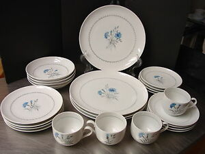 24-pc-Dishes-Cornflower-Bing-amp-Grondahl-Dinnerware-Service-4-Denmark