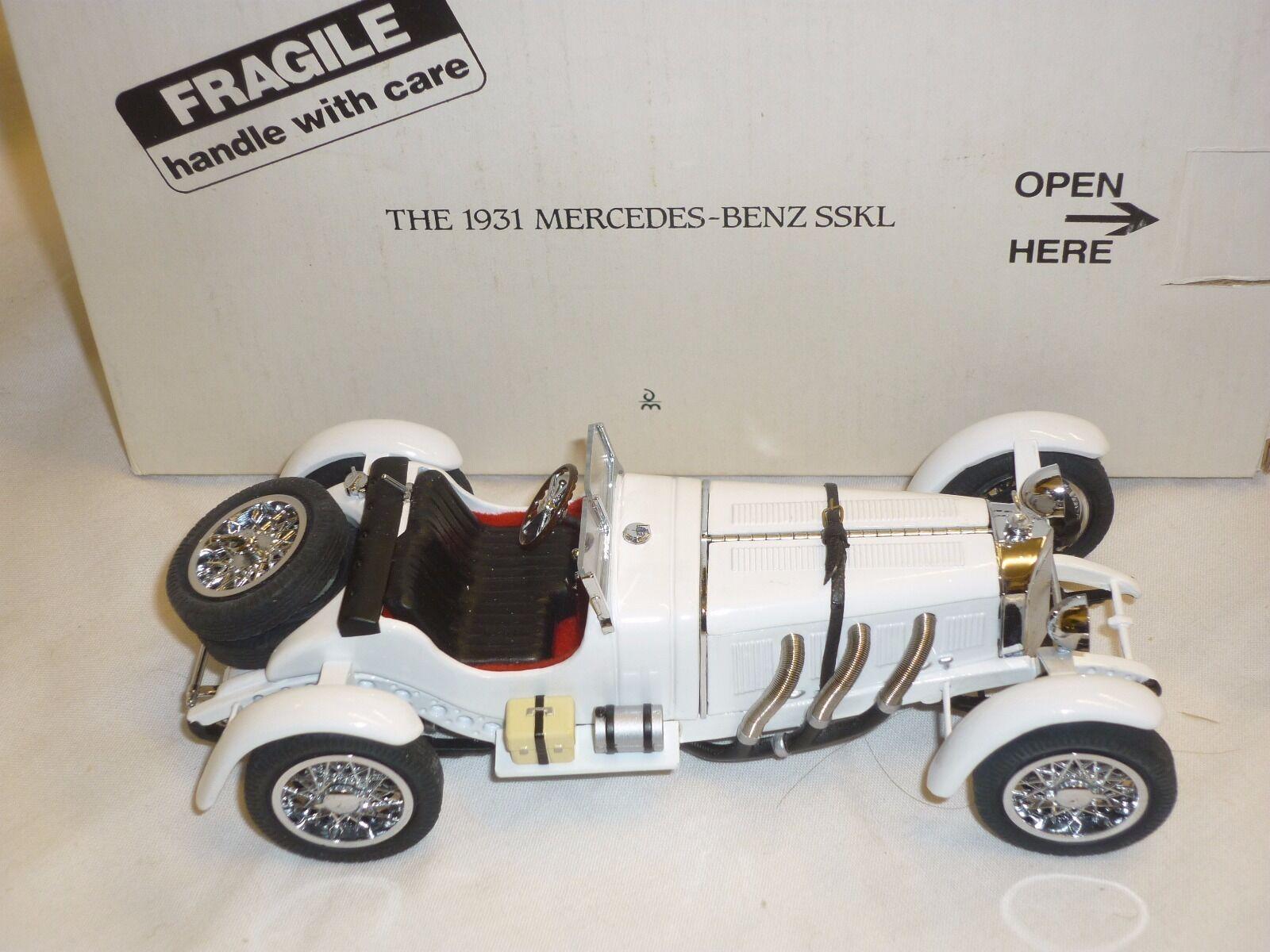 Ein danbury - modell der mercedes - benz sskl 1931, umzingelt