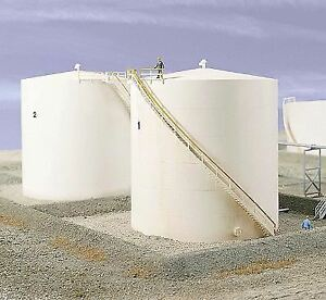 WALTHERS-CORNERSTONE-HO-SCALE-OIL-STORAGE-TANK-TALL-KIT-933-3168