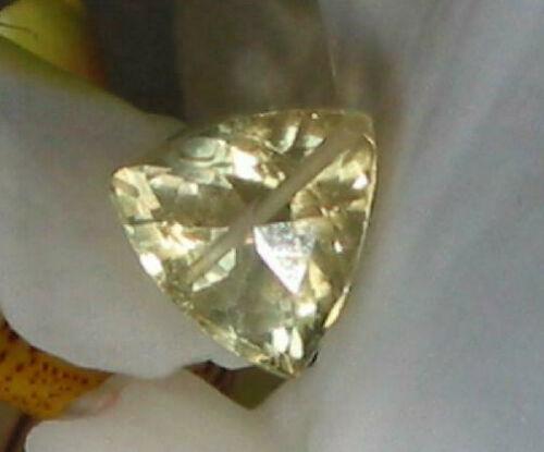 1,8 ct. lemon quarz  triangel perle gebohrt ca 1 klare facett 7mm