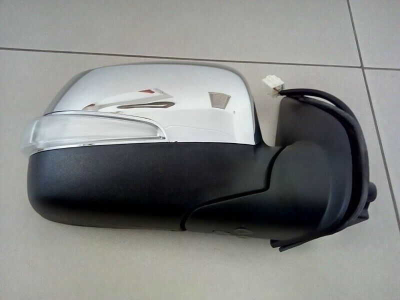 ISUZU DTEQ FACELIFT 2010 ON BRAND NEW DOOR MIRROR ELECTIC CHROME WITH INDICATOR FOR SALE PRICE:R1750