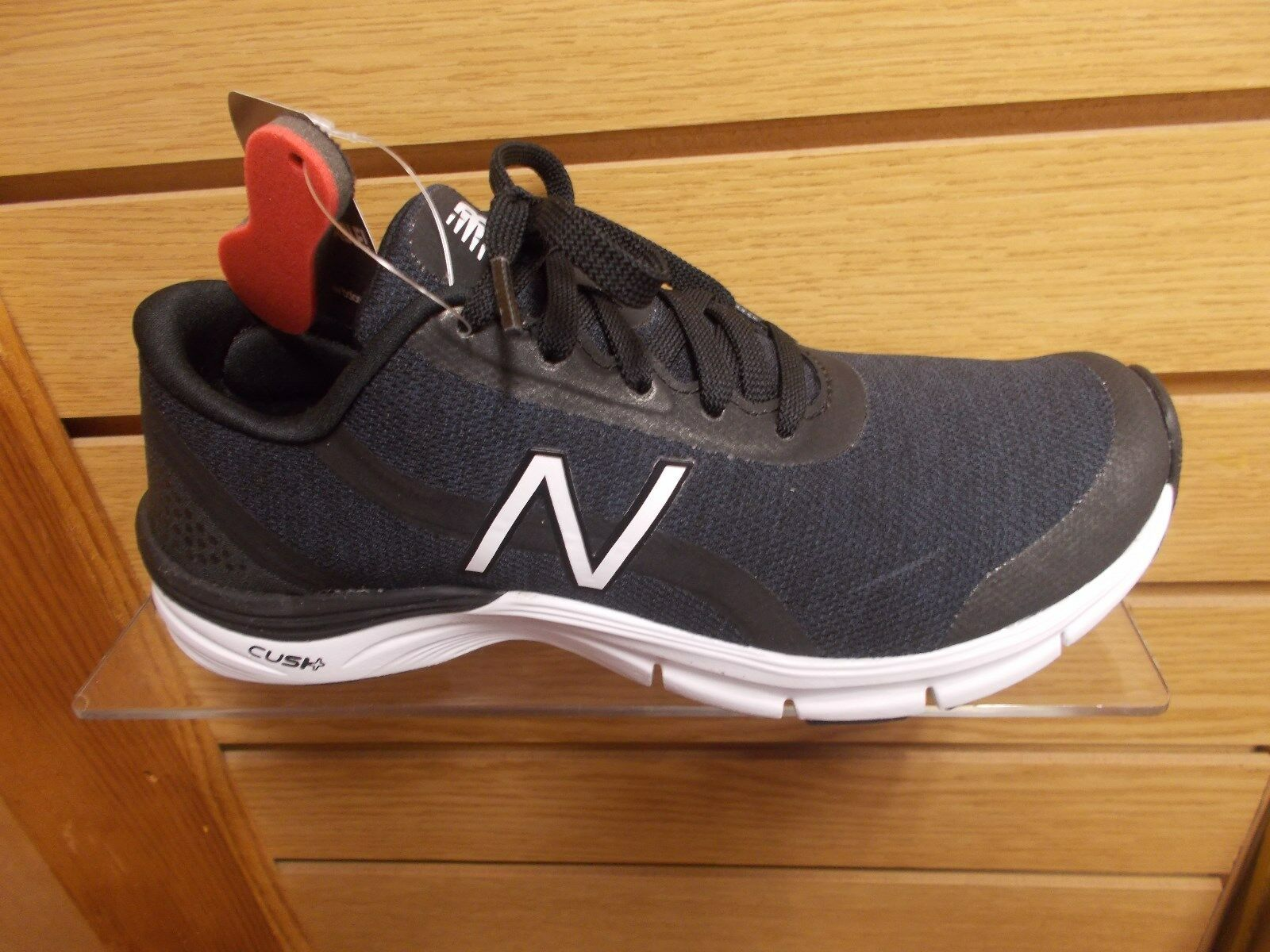 NEW BALANCE WOMENS WX 711 V3  CUSHIONED FITNESS EXERCISE SHOES MEDIUM (B)  NEW