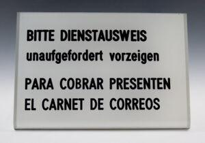 Schild-aus-Kunststoff-BITTE-DIENSTAUSWEIS-unaufgefordert-vorzeigen-um-1970