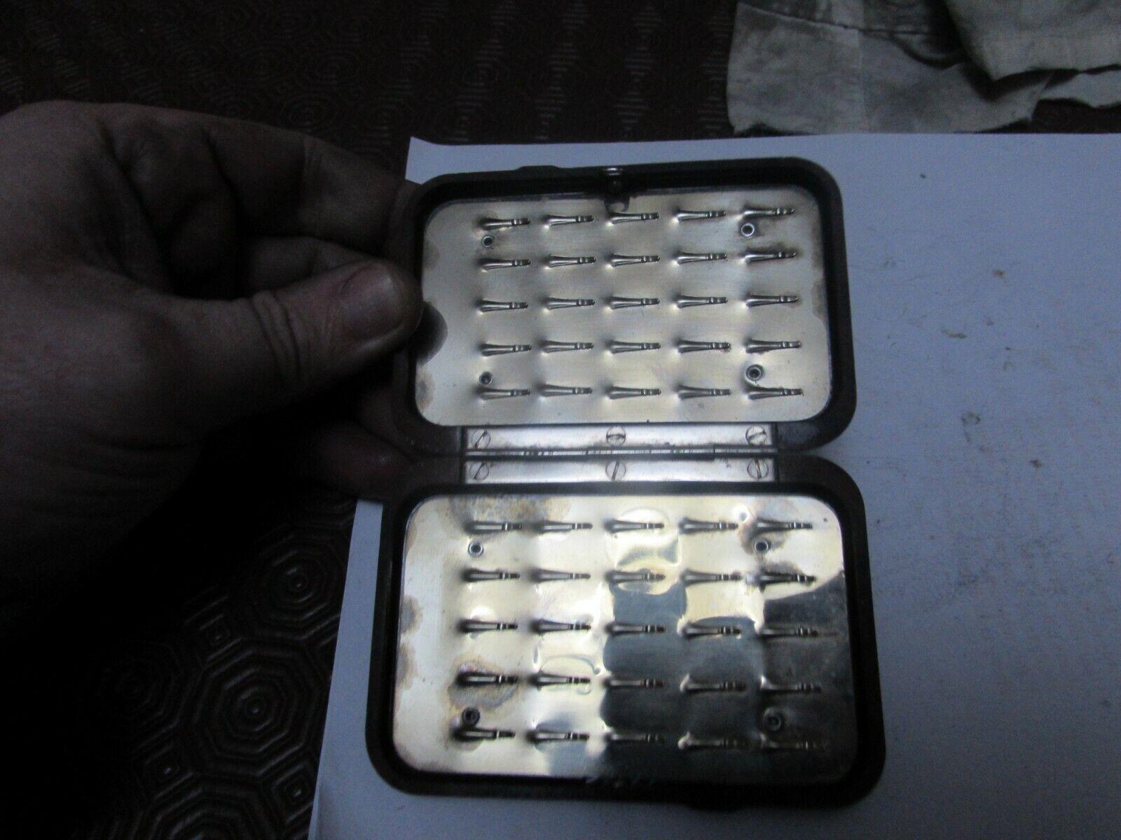 Molto buono Hardy Gilet Tasca trossoa Slim Clip PESCA A MOSCA SCATOLA NERODA amaranto.
