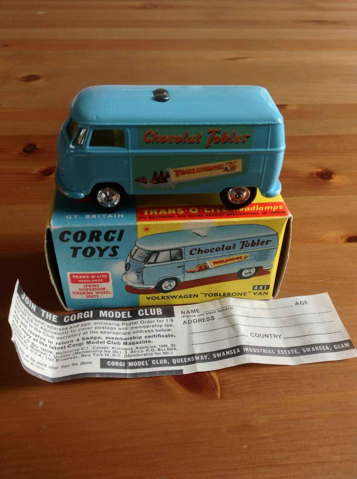 CORGI 441 VOLKSWAGEN VAN TOBLERONE ORIGINAL AND BOXED