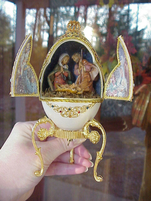 Real Hand Decorated Carved Goose Egg Music Box Christmas Nativity Scene Manger