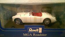 RAR! Revell MGA Roadster weiß 1/18