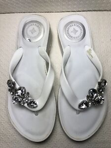 dcf50a6db2c BCBG Generation Women s White Wedge Flip Flop Sandals Size-7 B