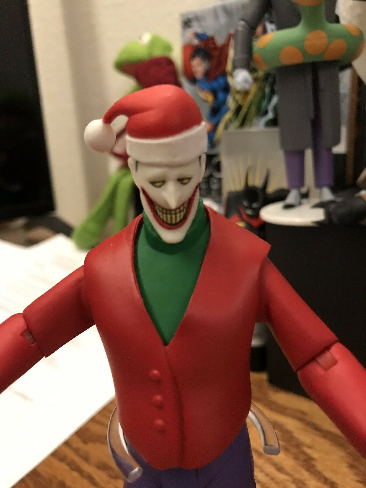 DC Collectibles BATMAN: The Animated Series HOLIDAY JOKER figure 37