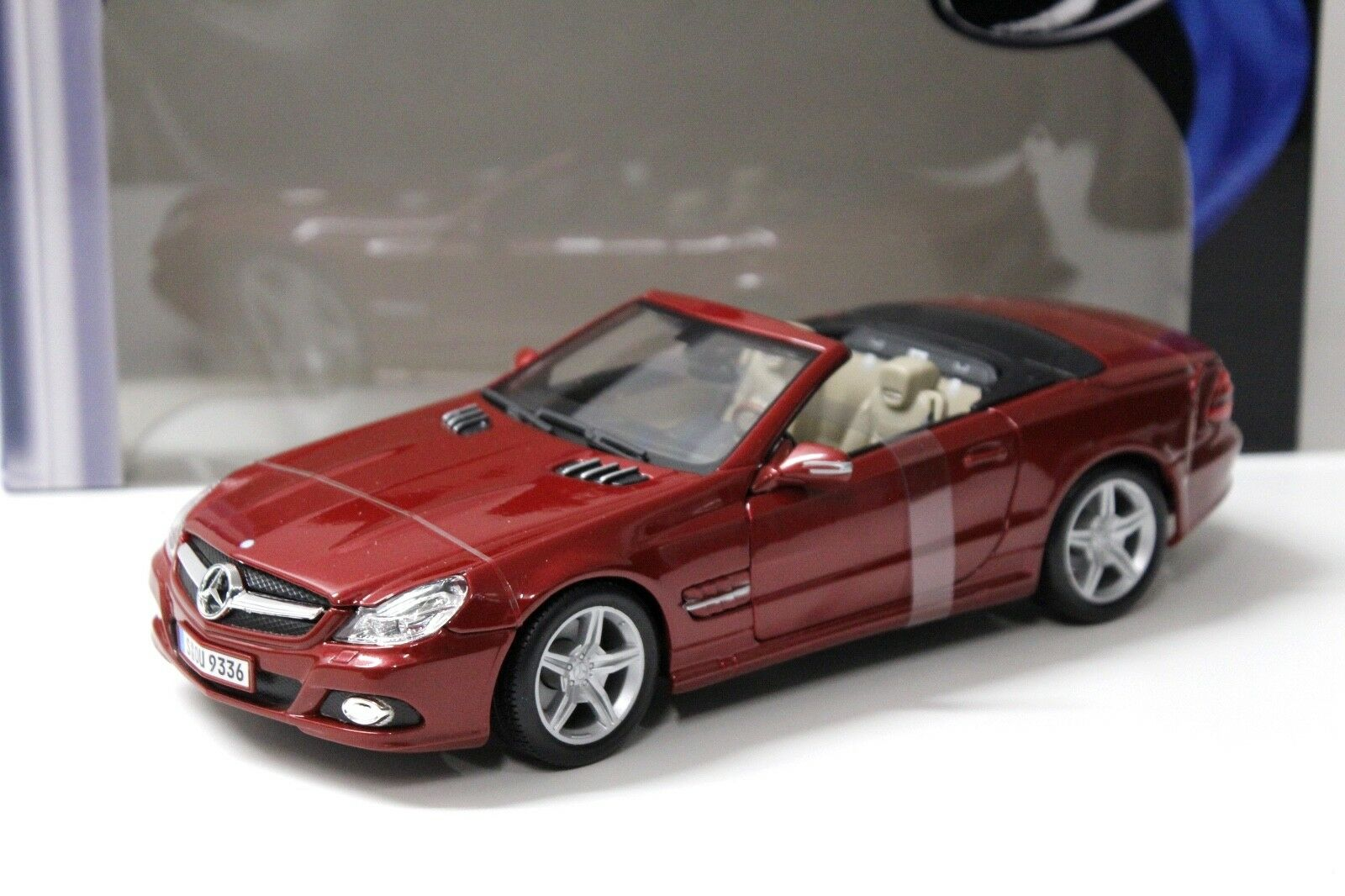 1 18 Maisto Mercedes sl550 Convertible Dark rouge NEW chez Premium-modelcars