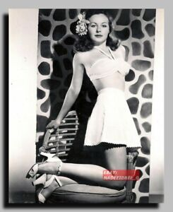 HV-2268 AMERICAN ACTRESS JEANNE CRAIN SEXY PIN UP 8X10
