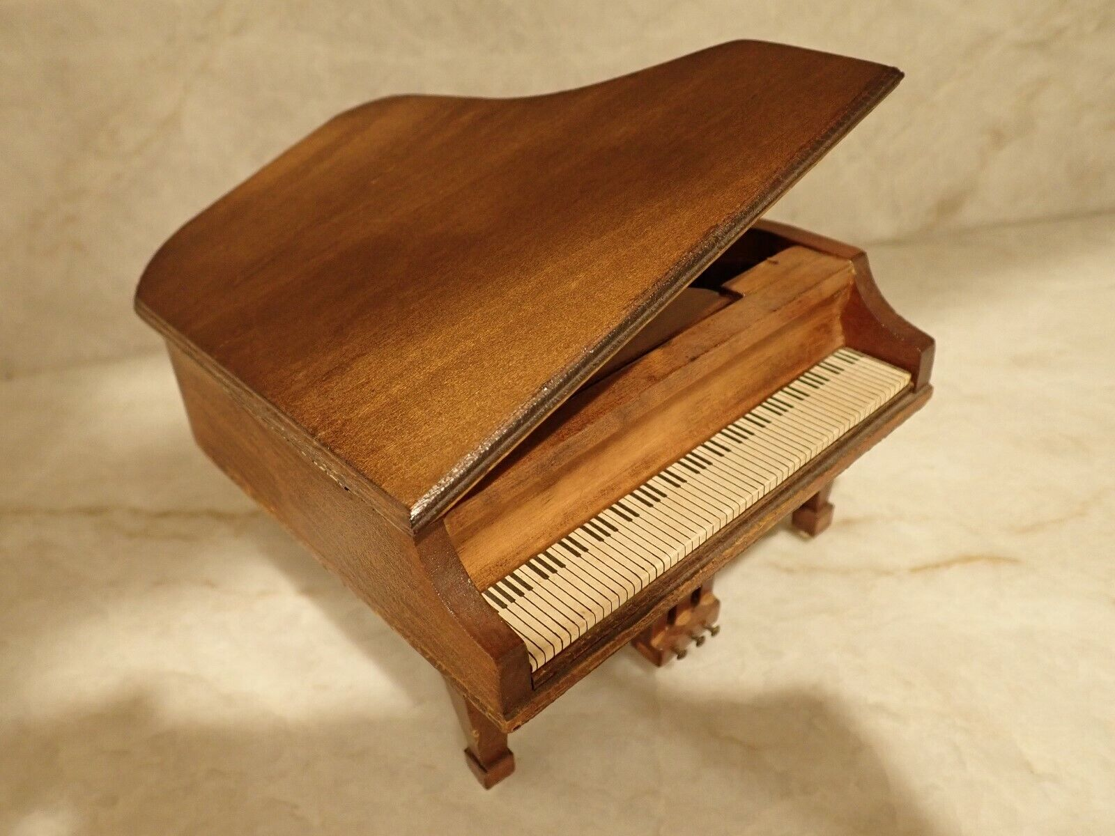 Jahr Dollhaus Piano Music Box