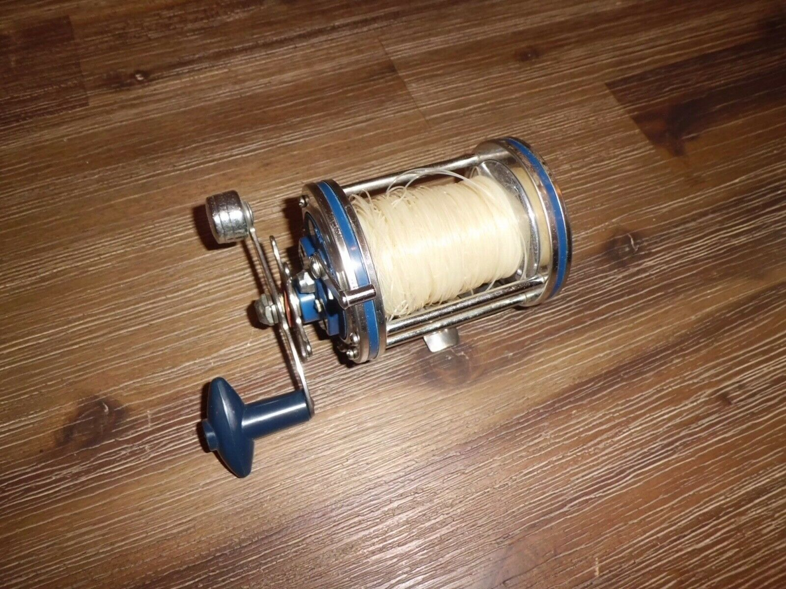Vintage OLYMPIC Dolphin 612 Conventional Reel made in Japan
