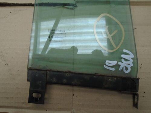 4 LAND ROVER DISCOVERY 300 tdi  LEFT HAND REAR DOOR 1//4 LIGHT GLASS WINDOW