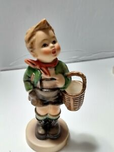 Hummel-Goebel-Figurine-Village-Boy-Basket-513-0-stands-4-034