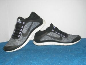 separation shoes 4c8eb f7bf3 Details about Nike Free 3.0 V5 Ext Black and Purple 579828-005 Womens 9.5  EUC
