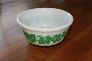 Vintage-HAZEL-ATLAS-Green-Ivy-Leaf-Bowl-3-034-x-6-034-1-1-2-Pint-Mixing-Serving-Bowl